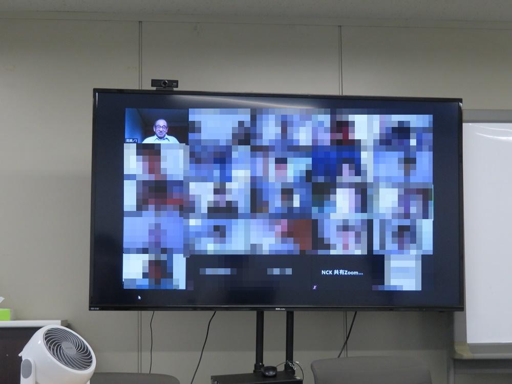 zoomのミーティング画面。高瀬会長の話に聞き入る学生たち。