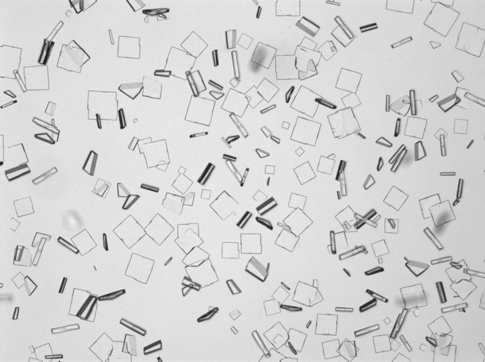 透明な四角い結晶