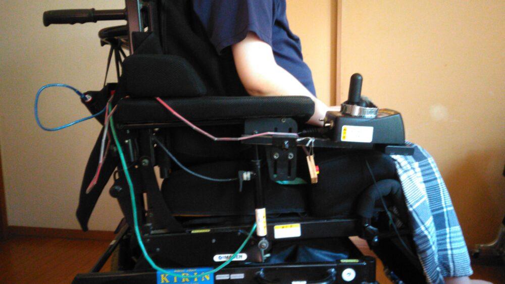 自身の経験を生かして、車いすの開発も行っている。