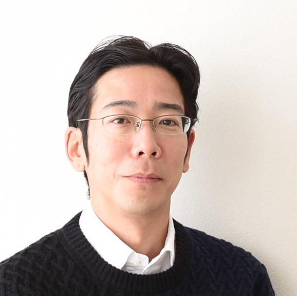 加藤先生のお顔写真。やわらかい微笑。