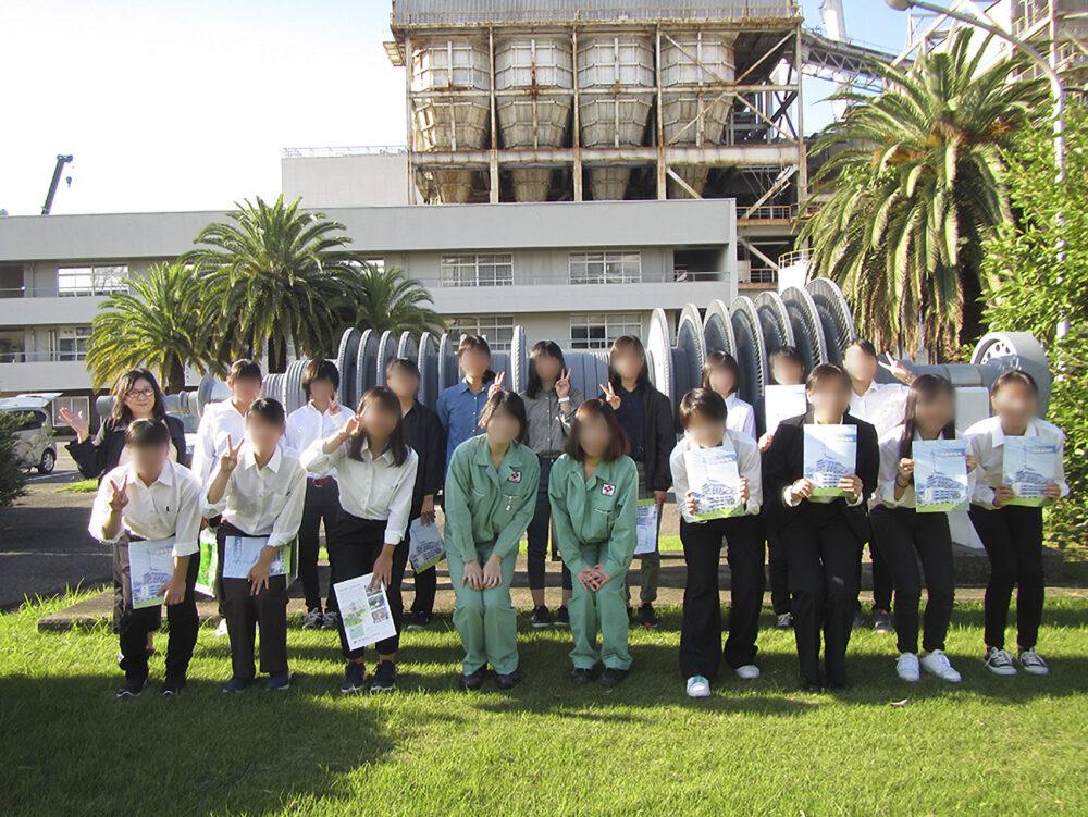 四国電力西条発電所にて、女子学生のキャリアサポート現場見学会。